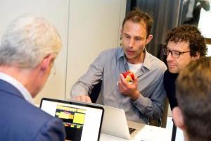 De deelnemers zijn ook zelf in teamverband intensief aan de slag gegaan met de S&OP simulatie game (The Fresh Connection).